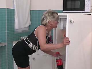 Short haired of age comme ci MILF Luciane gets a really good fuck