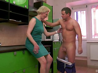 Mature short haired blonde wife Elena pussy pounded regarding a catch kitchen