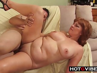 buxom GILF enduring porn clip