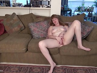 Lisa J. can't stop masturbating with her favorite dildo