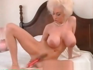 My Sexy Piercings Milf with ierced pussy moue labias