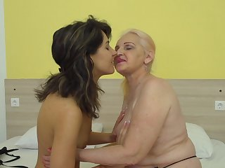 MaireAnn and Sharisa are a horny mature lesbian couple rutting