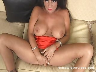 After fingering and adequate order about mature gets her cunt pounded