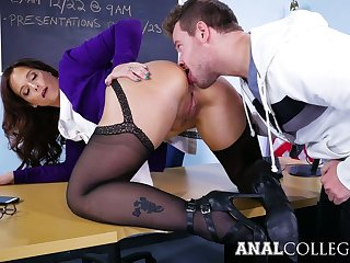 Appetizing well-endowed Syren De Mer gets her twat stretched on the table
