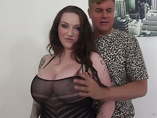 Ample breasted milf Harmony Reigns is having dirty sex with their way innovative lover