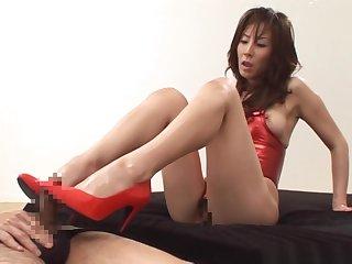 Reiko Sawamura gives a hideous foot endeavour