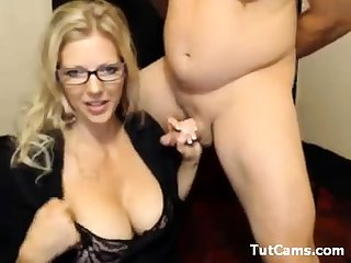 Handjob amateur busty MILF loves to wank off dude in the car