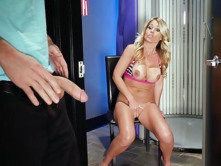 after taining Prestyn Lee wants to fuck and cum with a stranger