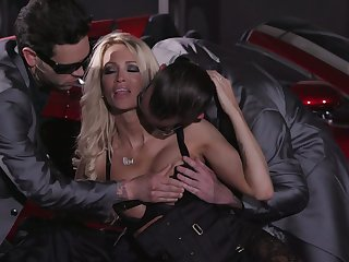 Two cocky dudes fuck both holes of bodacious elite streetwalker Jessica Drake