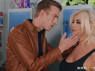 Tommie Jo gets banged in the stunner size by Danny D