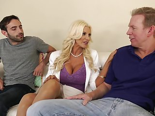 Giant racked kirmess MILF Brittany Andrews plant on yoke big boner cocks
