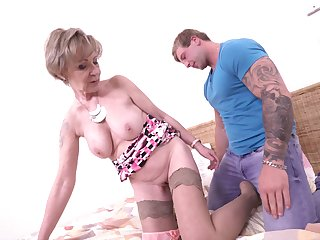 Tattooed dabbler dude bangs mature granny Maris on burnish apply bed