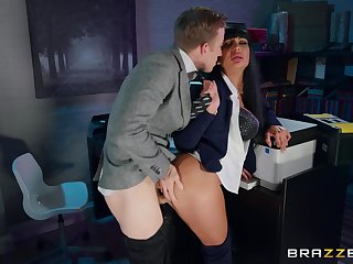 Amateur MILF gets laid down at the office with the new boss