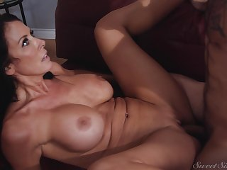 Statuesque MILF Reagan Foxx is really getting fucked good and has a curvy body