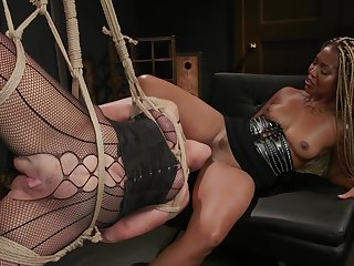 Submissive white cougar is fucked wits black feathers Lotus Lain
