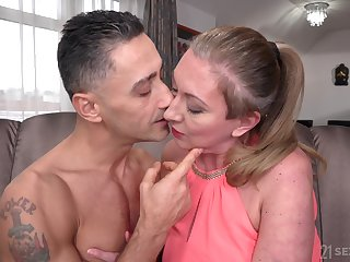Handsome gigolo Mugur fucks elder statesman female meet Elizabeth Bee