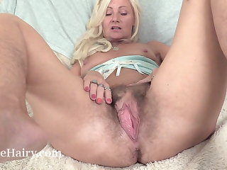 Mature British masturbates with the brush toy