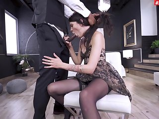 Good cock sucking porn up ahead she gets stung in the ass