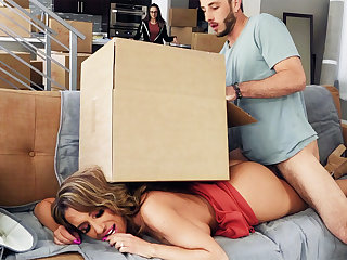 Kinky MUMMY helps BEAU of lost daughter-in-law to unwind